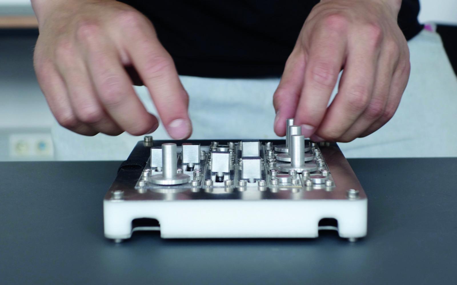 Modulares Interface B.A. – Physical controller interface for iPad
