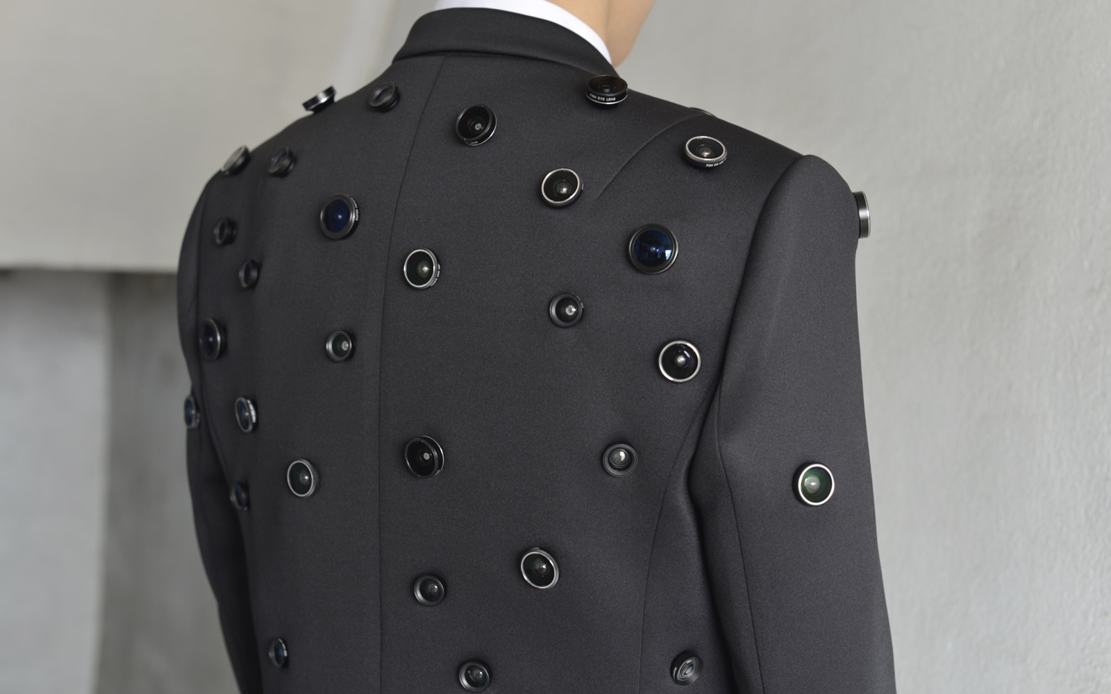 Aposematic Jacket – Wearable computer for self-defense