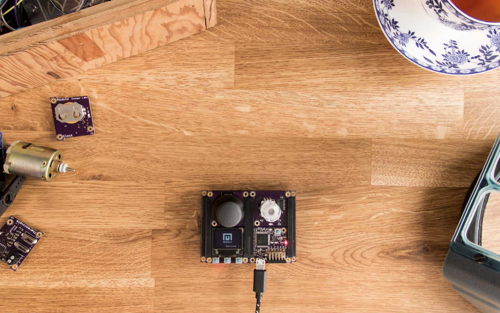Modulo: A simple, modular solution for building electronics