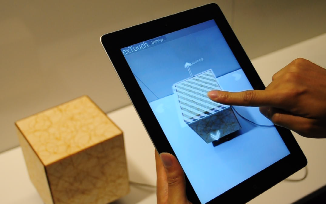 exTouch : Manipulation of actuated objects by Augmented Reality (@medialab)